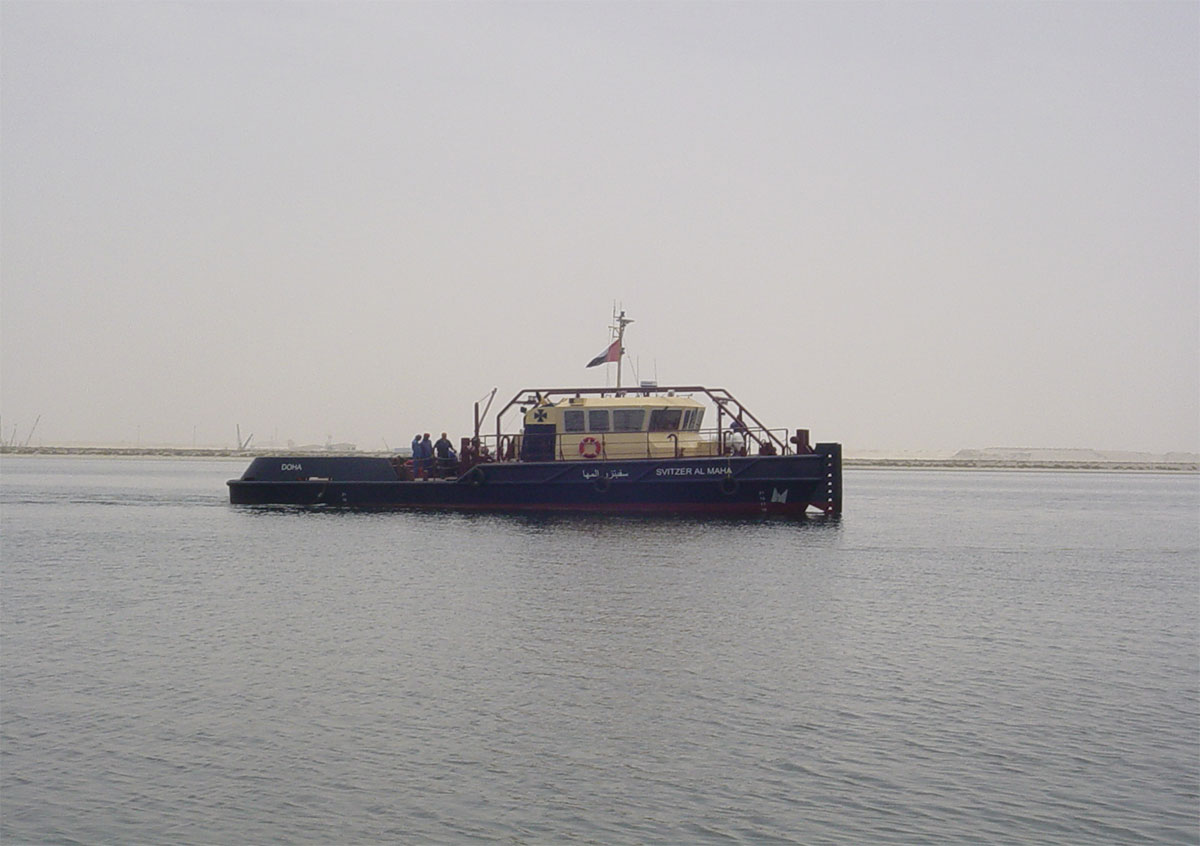 Mooring pilot service boat